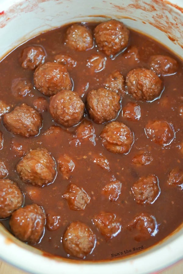 Chili Cranberry Meatballs - cooked meatballs in pot