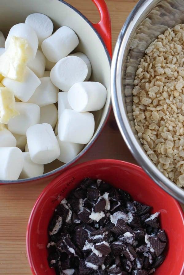 Cookies and Cream Rice Krispie Treats - Num's the Word