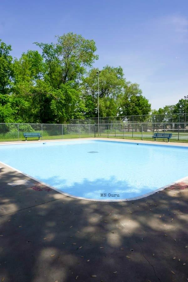 side angle photo of wading pool